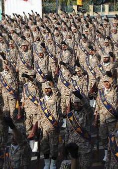 Iran phô diễn sức mạnh quân sự