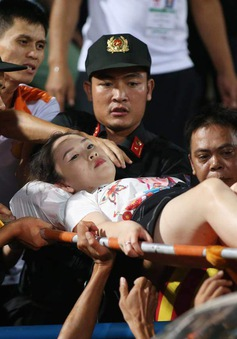 Khởi tố đối tượng bắn pháo sáng khiến nữ CĐV trên sân Hàng Đẫy trọng thương