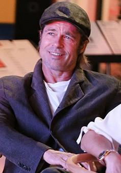Brad Pitt đã hẹn hò trở lại