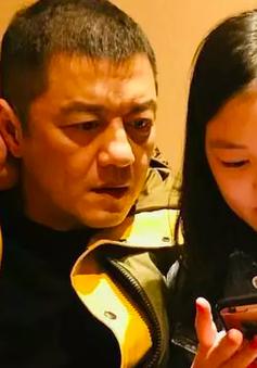 Tình cảm của người cha vĩ đại Lý Á Bằng dành cho cô con gái bị dị tật môi bẩm sinh