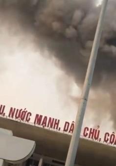 Cháy lớn tại Cung văn hóa hữu nghị Việt Xô, khói đen bốc ngùn ngụt