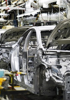 Sản xuất toàn cầu phát tín hiệu đình trệ do tác động từ thuế quan