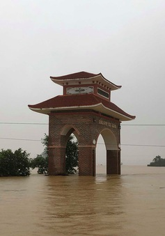 Hà Tĩnh: Nước ngập cao hơn mức báo động 3 gần 1m