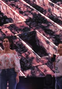 """Thanh Hương """"song kiếm hợp bích"""" với Đinh Hương trên sân khấu VTV Awards 2019"""