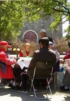 Người già Trung Quốc thiếu người chăm sóc
