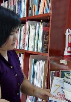 Bán bánh tét lấy tiền tặng sách cho học trò nghèo