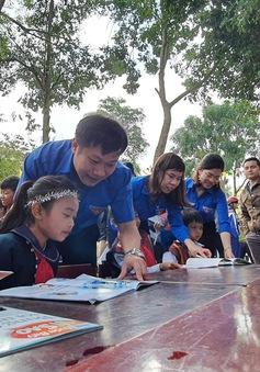 """Thanh niên Quảng Trị mang """"ước mơ Xuân"""" đến với trẻ em vùng sâu, vùng xa"""