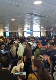 Hành khách vạ vật qua đêm ở sân bay Tân Sơn Nhất