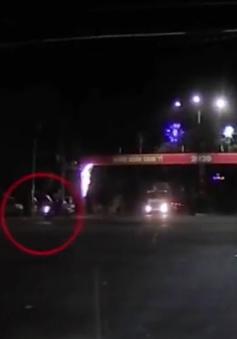 Xe máy cố vượt đèn đỏ bị xe tải tông, 1 người tử vong tại chỗ
