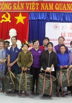 Trao tặng 500 áo phao cứu sinh cho ngư dân có hoàn cảnh khó khăn
