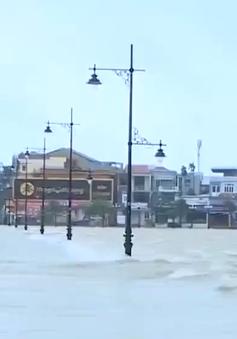 Nước lũ lên nhanh tại Thừa Thiên - Huế