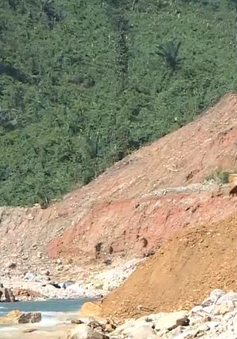 Hơn 200 cán bộ, chiến sĩ nắn dòng sông Rào Trăng tìm người mất tích