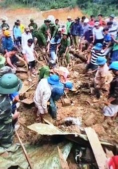 Khen thưởng các cán bộ chiến sĩ công an Quảng Trị giúp dân trong mưa lũ