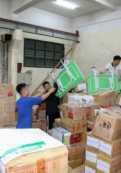 Tập trung ưu tiên tặng sách vở cho học sinh vùng lũ miền Trung