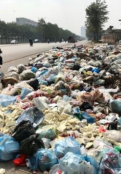 Rác thải tràn lan trên đại lộ nghìn tỷ đồng ở Hà Nội