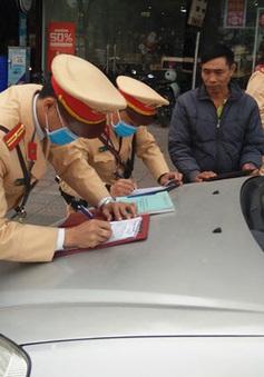 """CSGT Hà Nội dán thông báo """"phạt nguội"""" 166 ô tô trong ngày đầu thực hiện"""