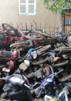 """Hàng trăm xe máy """"bị bỏ rơi"""", chất đống tại hai bến xe ở TP Hồ Chí Minh"""
