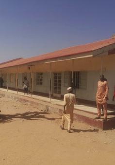 Giải cứu hàng trăm con tin trong vụ bắt cóctại trường học ở Nigeria