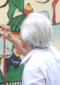 Người họa sĩ già làm đẹp khu dân cư bằng tranh tường dân gian
