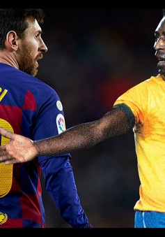 Pele nói gì khi bị Messi san bằng kỷ lục?