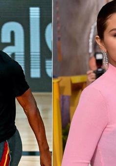 Rộ tin Selena Gomez hẹn hò ngôi sao bóng rổ