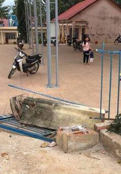 Sập cổng trường, 1 học sinh lớp 4 tử vong