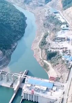 """Thủy điện ngừng thi công, việc xây lại cầu treo bị lũ cuốn bị """"treo"""""""