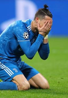 """Lyon 1-0 Juventus: Ronaldo im tiếng, Juve nhận """"trái đắng"""" trên sân khách"""