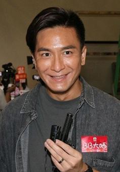 """Dù bị cắm sừng, """"Vua truyền hình Hong Kong"""" vẫn ủng hộ bạn gái cũ tái xuất"""