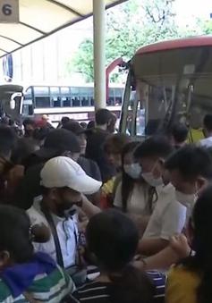 Hàng trăm người Philippines rời Manila trước khi lệnh phong tỏa có hiệu lực