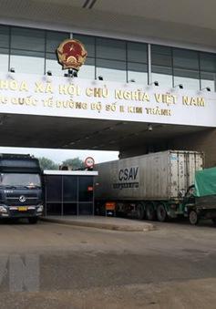 Hàng hóa thông suốt tại cửa khẩu ở Lào Cai