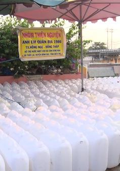 Thanh niên Đồng Tháp vận chuyển nước ngọt tặng người dân Bến Tre