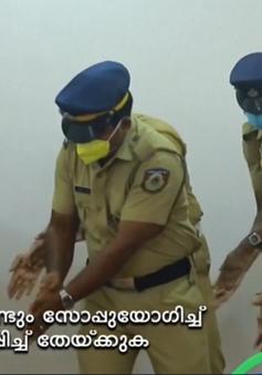 Cảnh sát Ấn Độ nổi tiếng với video hướng dẫn rửa tay