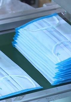 Sống an toàn mùa dịch: Mẹo đeo khẩu trang thêm an toàn bằng 1 chiếc khăn giấy