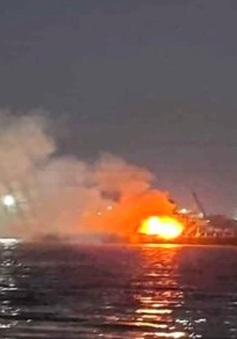 Cháy tàu chở xăng, 2 người chết, 1 người mất tích