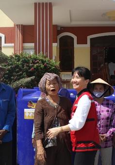 Tổng cục Phòng chống thiên tai trao tặng bồn chứa nước cho người dân ĐBSCL