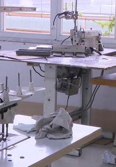 Đề xuất hỗ trợ 50% lương tối thiểu cho lao động dệt may
