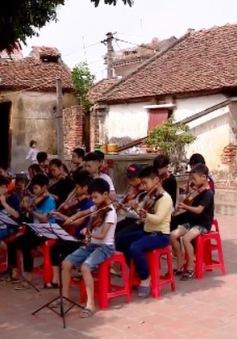 Thầy giáo dạy violin miễn phí chốn làng quê