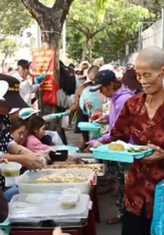 Quán cơm từ thiện ấm áp tình người