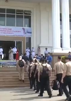 Thủy thủ tàu Hải quân Hoa kỳ giao lưu với sinh viên Đà Nẵng