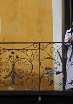 Lần đầu tiên sau 5 tuần phong tỏa, Tây Ban Nha cho phép trẻ em ra khỏi nhà