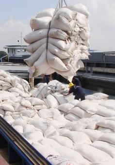 Đề xuất thông quan hết số gạo chờ xuất khẩu