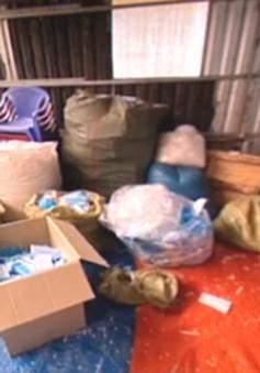 Long An: Trong 1 ngày, phát hiện 2 cơ sở tái chế khẩu trang với số lượng lớn