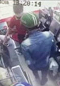Truy tìm tên cướp trong siêu thị giữa ban ngày
