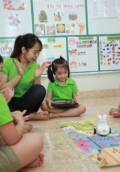 Thú vị lớp học lập trình robot của các bé mầm non