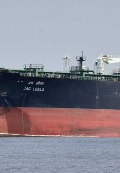 Cháy tàu chở dầu ở Indonesia, hàng chục người bị thương và mắc kẹt