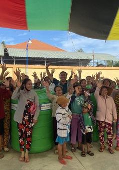 13.000 bồn chứa nước và 39 máy lọc nước được trao tặng cho các tỉnh bị hạn hán