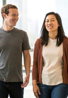 """Tài sản hơn 80 tỷ USD, ông chủ Facebook vẫn ở nhà để vợ """"gọt đầu"""""""