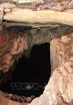 Tập kích điểm khai thác vàng trái phép, bắt đối tượng lẩn trốn trong hang sâu