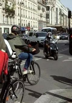 Lo sợ lây lan dịch COVID-19, nhiều người dân Pháp lựa chọn xe đạp